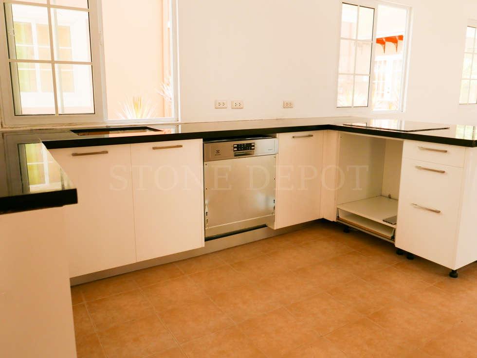 Absolute Black Granite Kitchen Countertop in Panglao Island: modern Kitchen by Stone Depot