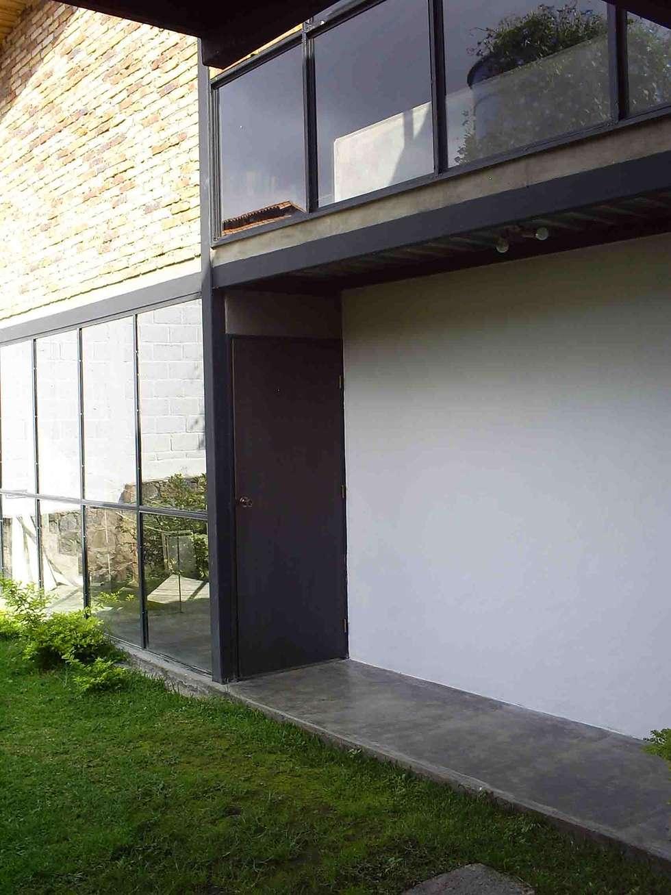 Fachada: Casas de campo de estilo  por Atis Proyectos