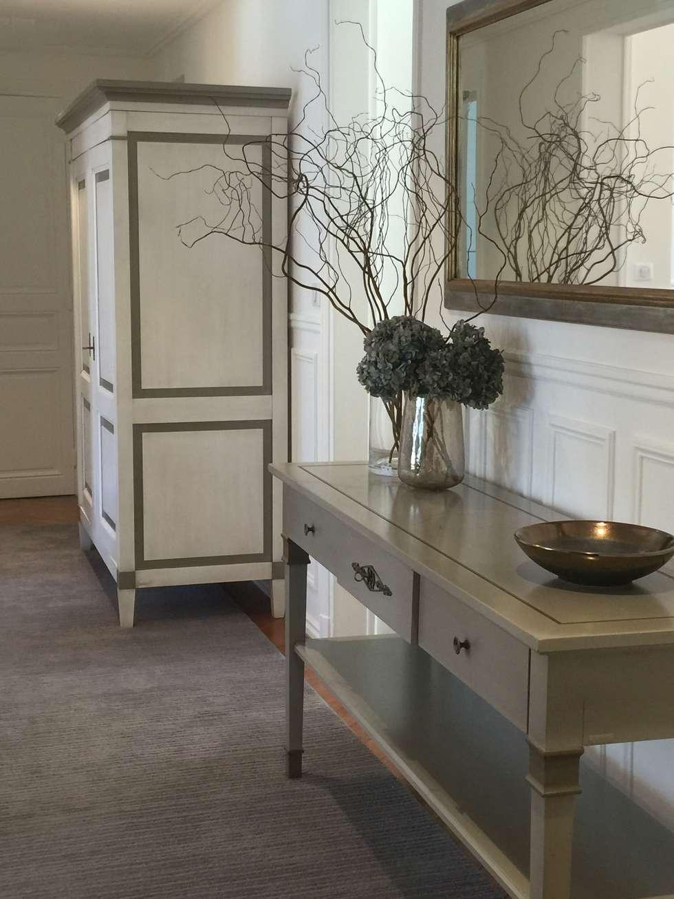 Parisian chic decoration and design: Couloir et hall d'entrée de style  par Lichelle Silvestry