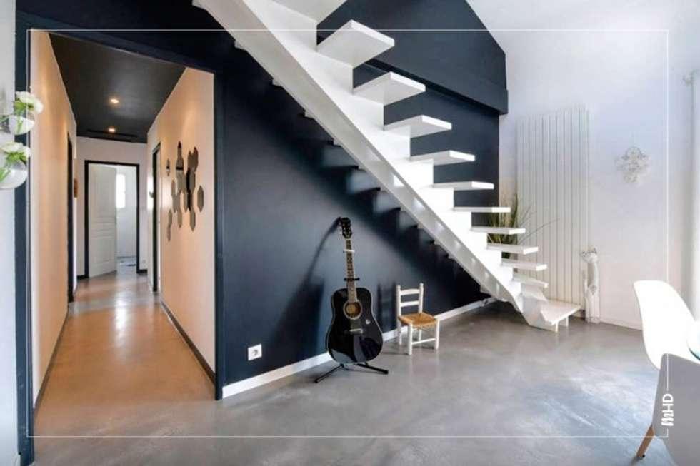 Maison esprit loft au style atelier: Couloir et hall d'entrée de style  par MY HOME DESIGN