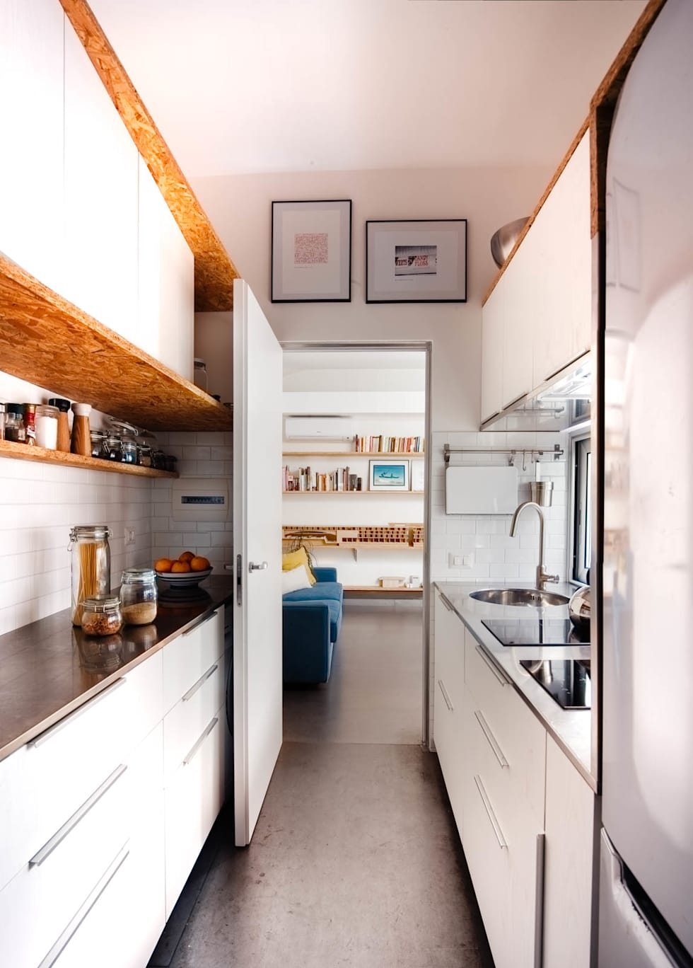 Cucina: Cucina attrezzata in stile  di manuarino architettura design comunicazione