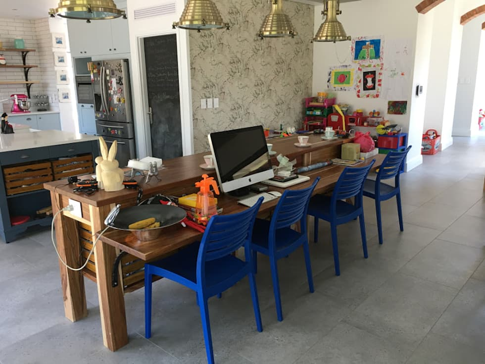 Kitchen breakfast island:  Kitchen units by Nick and Nelly Kitchens