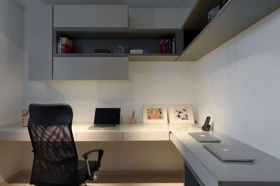 modern Study/office by Emmanuelle Eduardo Arquitetura e Interiores