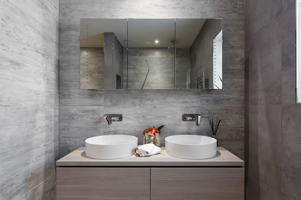 Penthouse interior by SMB Interior Design: modern Bathroom by SMB Interior Design Ltd