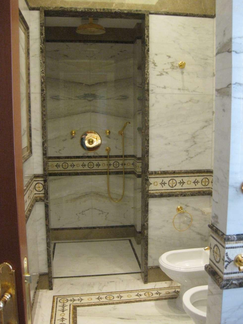 Villa Privata Monte Carlo: Bagno in stile in stile classico di Vito De Luca Architetto