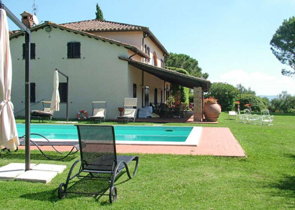 Giardino con piscina in stile di morelli ruggeri architetti homify