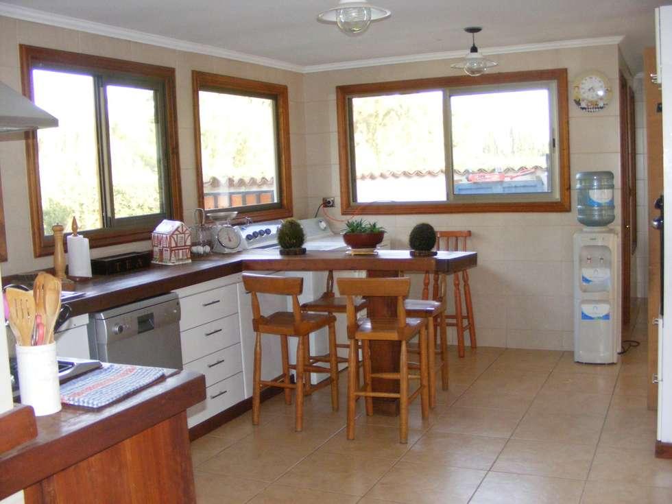 cocina: Muebles de cocinas de estilo  por Casabella