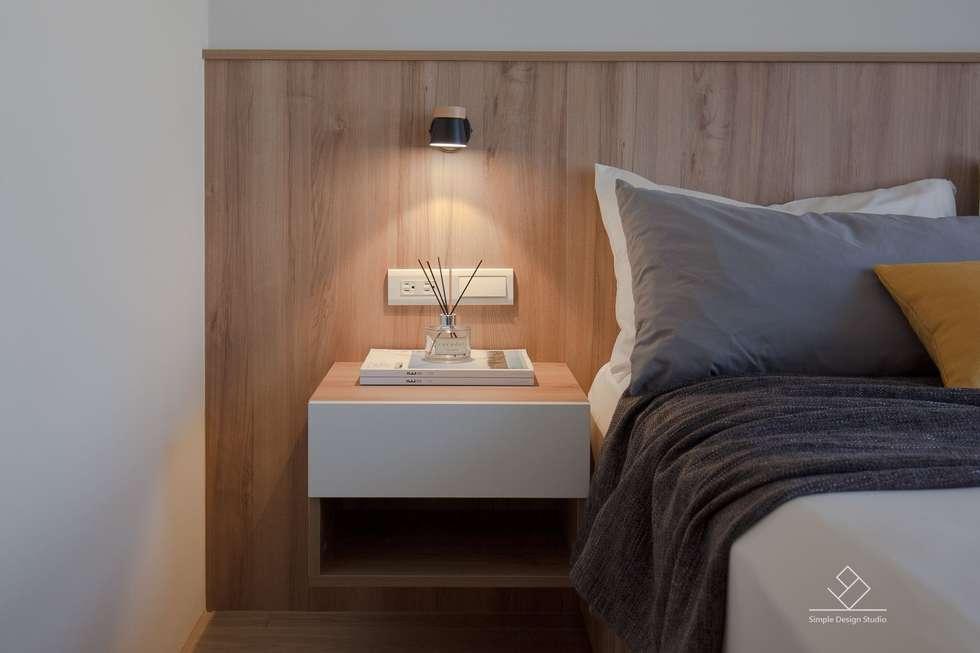 床頭壁燈:  臥室 by 極簡室內設計