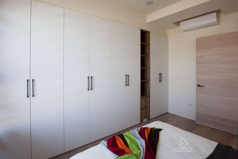 主臥收納:  臥室 by 極簡室內設計