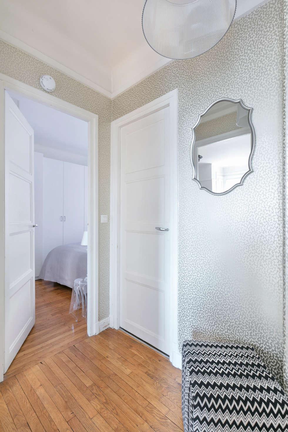 Entrée chic et féminine: Couloir et hall d'entrée de style  par E.D. Décoration d'Intérieur