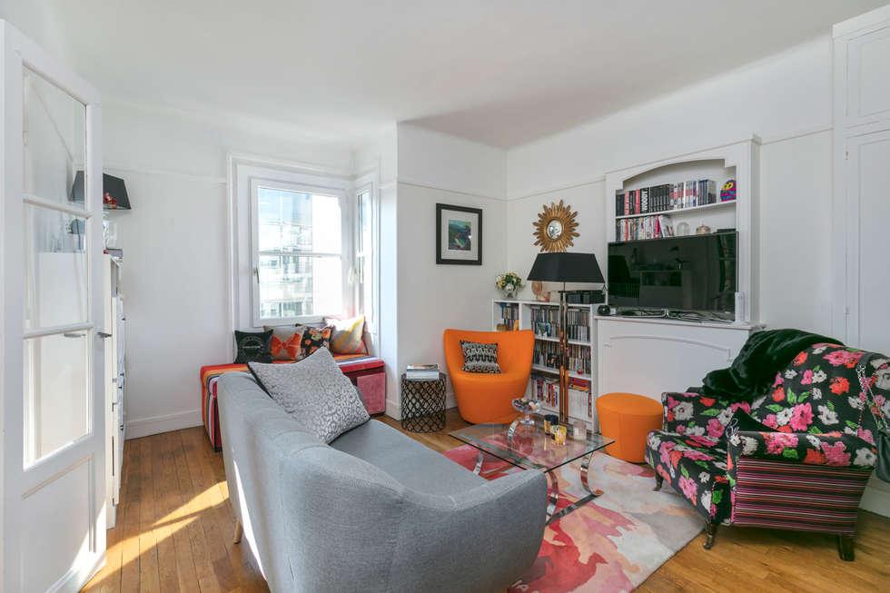 un salon cosy et lumineux avec un coin lecture salon de style de style classique