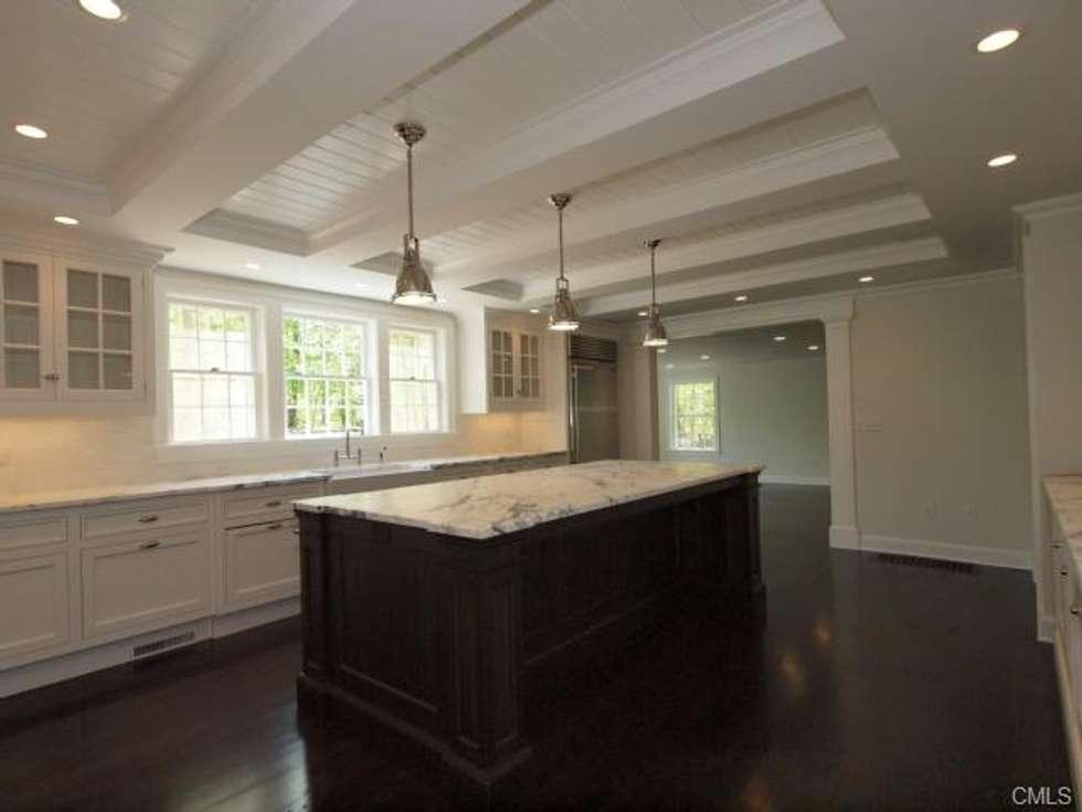 New England Kitchen style: Cuisine de style de style Moderne par Lichelle Silvestry