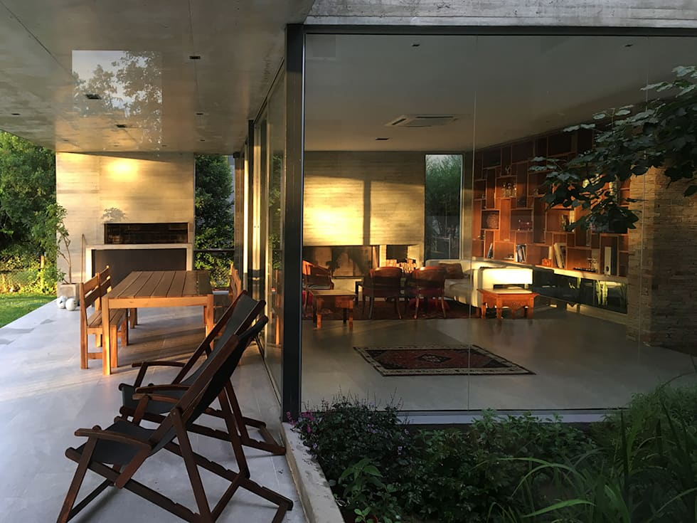 Casa May: Casas de estilo moderno por CREA CONSTRUCTORA