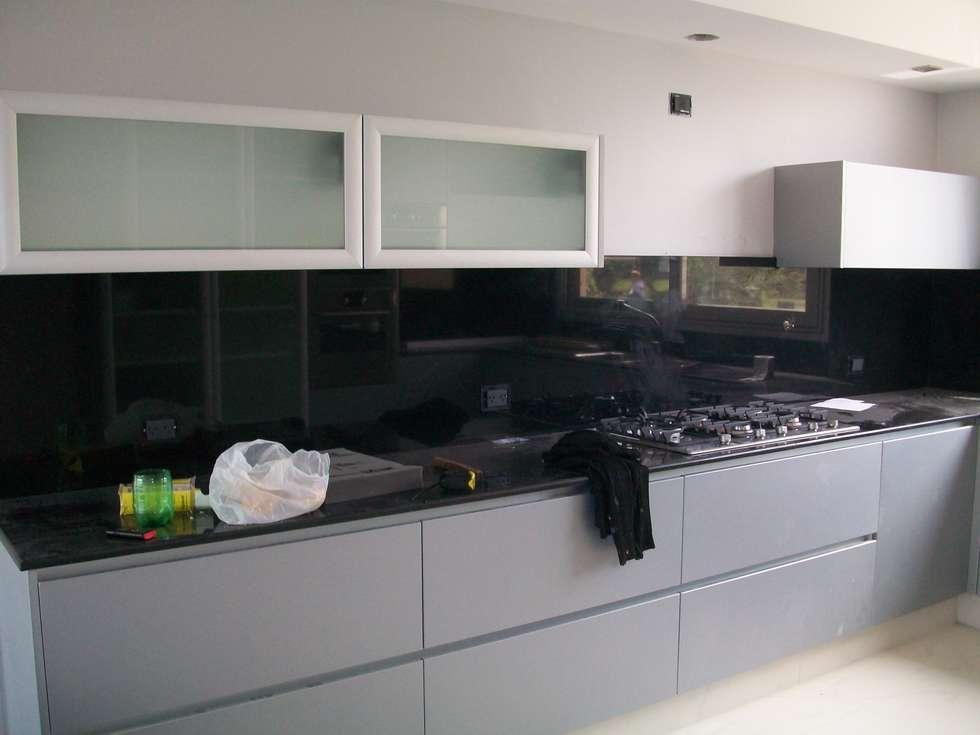 Detalle cocina: Cocinas a medida  de estilo  por MOLEarquitectura