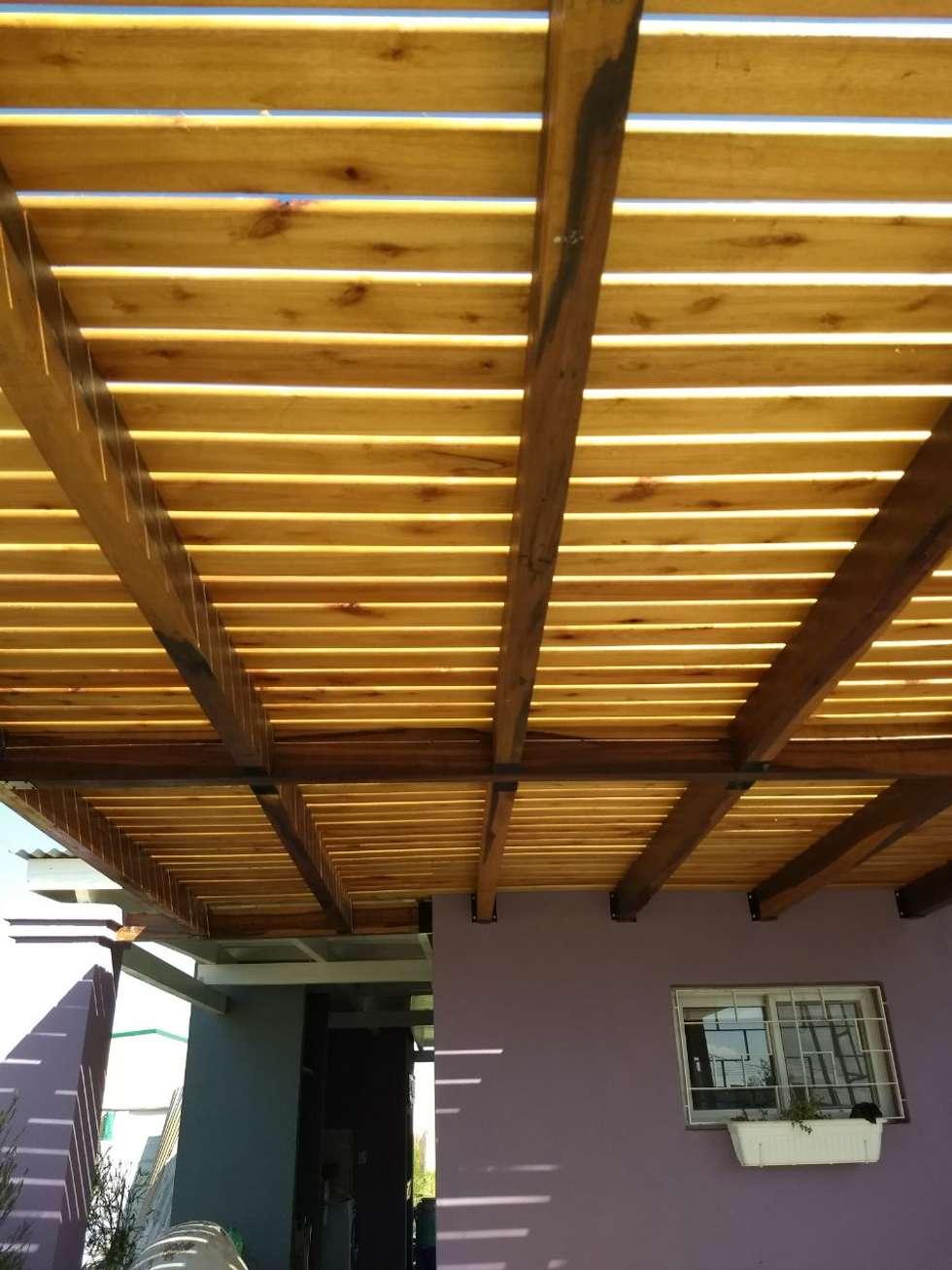 PERGOLA PARA AUTOS: Jardines de invierno de estilo clásico por ECOS DE SOL (Ingeniería y Construcción)