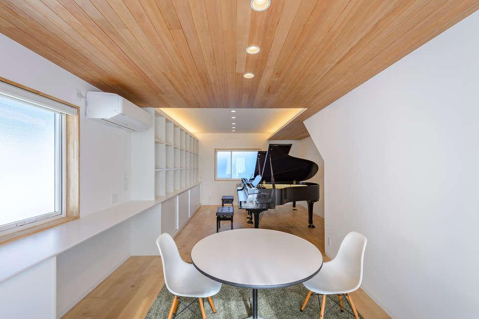 HouseK2: 一級建築士事務所 ima建築設計室が手掛けた書斎です。