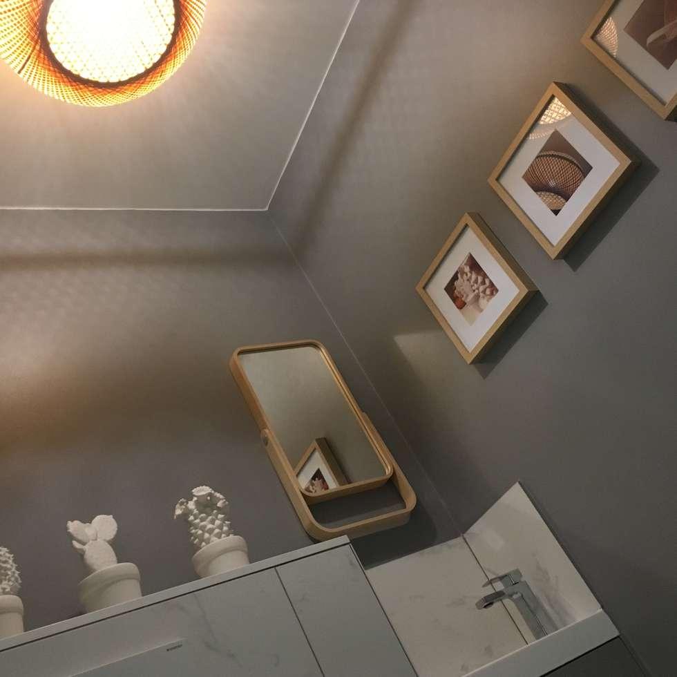 Espace toilettes avec lave-mains:  de style  par HOME feeling