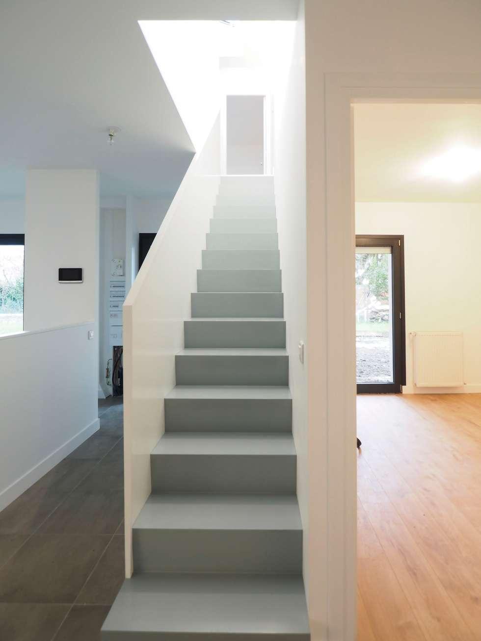 2 maisons contemporaines à Epinay sur Seine: Escalier de style  par Fabrice Commercon
