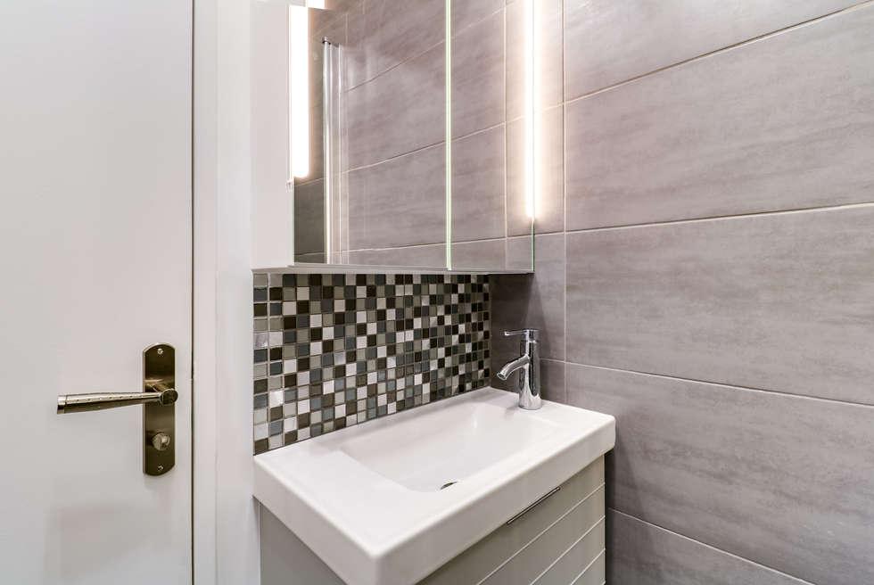 lave-mains salle d'eau: Salle de bains de style  par Anne Lapointe Chila