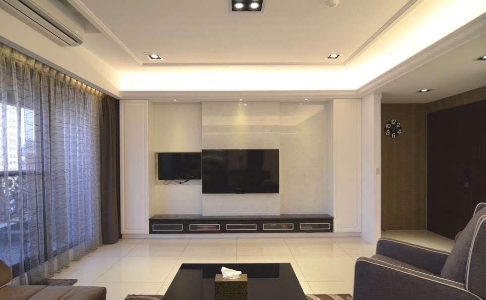 客廳電視牆:  客廳 by 奇恩室內裝修設計工程有限公司