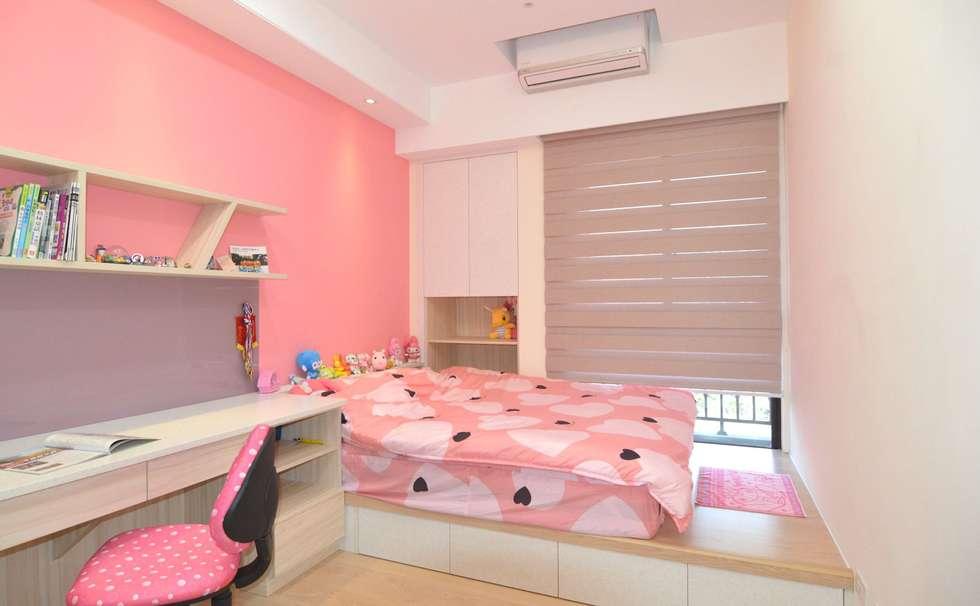 次臥室(女兒房):  臥室 by 奇恩室內裝修設計工程有限公司