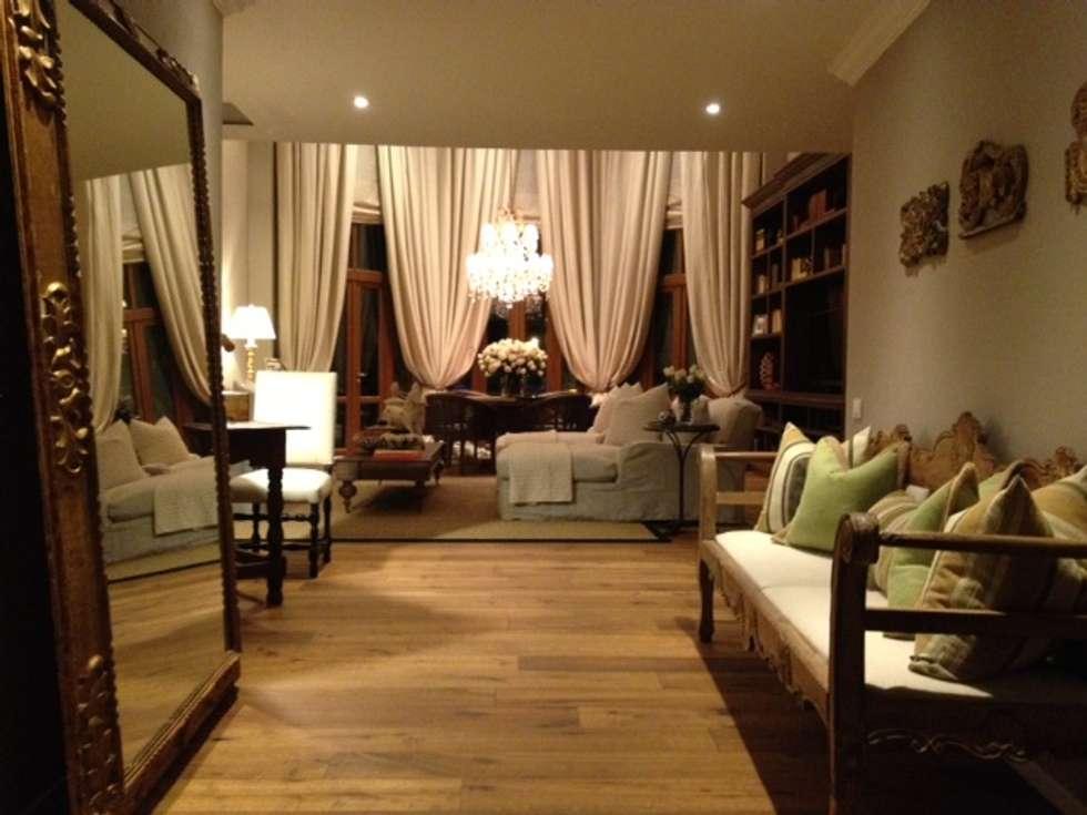 Suite Botero del Hotel Santa Clara : Hoteles de estilo  por Pisos Millenium