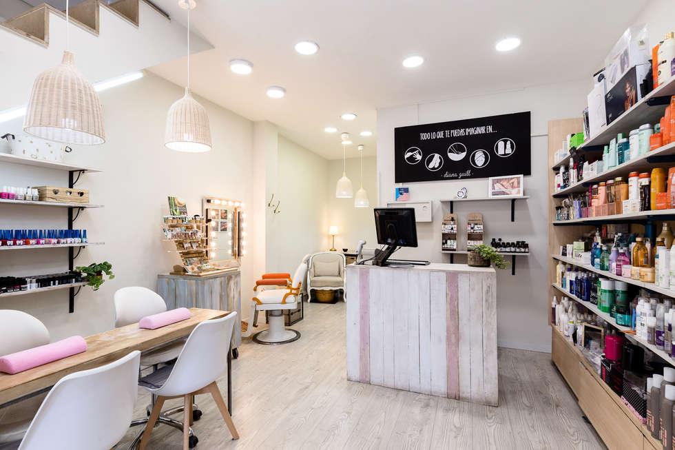 Centro de estética Diana Guill : Shoppings y centros comerciales de estilo  por BCN Feng Shui