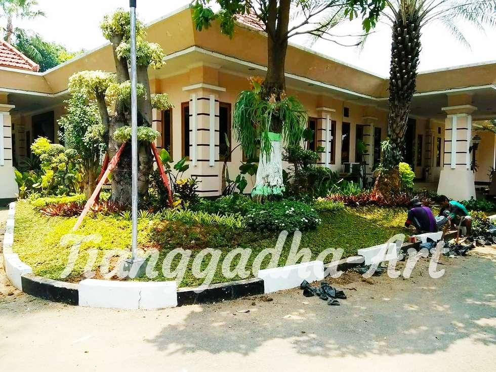 Tukang Taman Surabaya. Profesional:  Taman batu by Tukang Taman Surabaya - Tianggadha-art