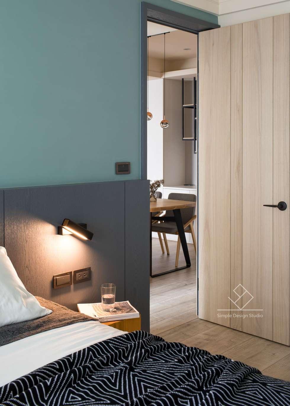 壁燈:  臥室 by 極簡室內設計