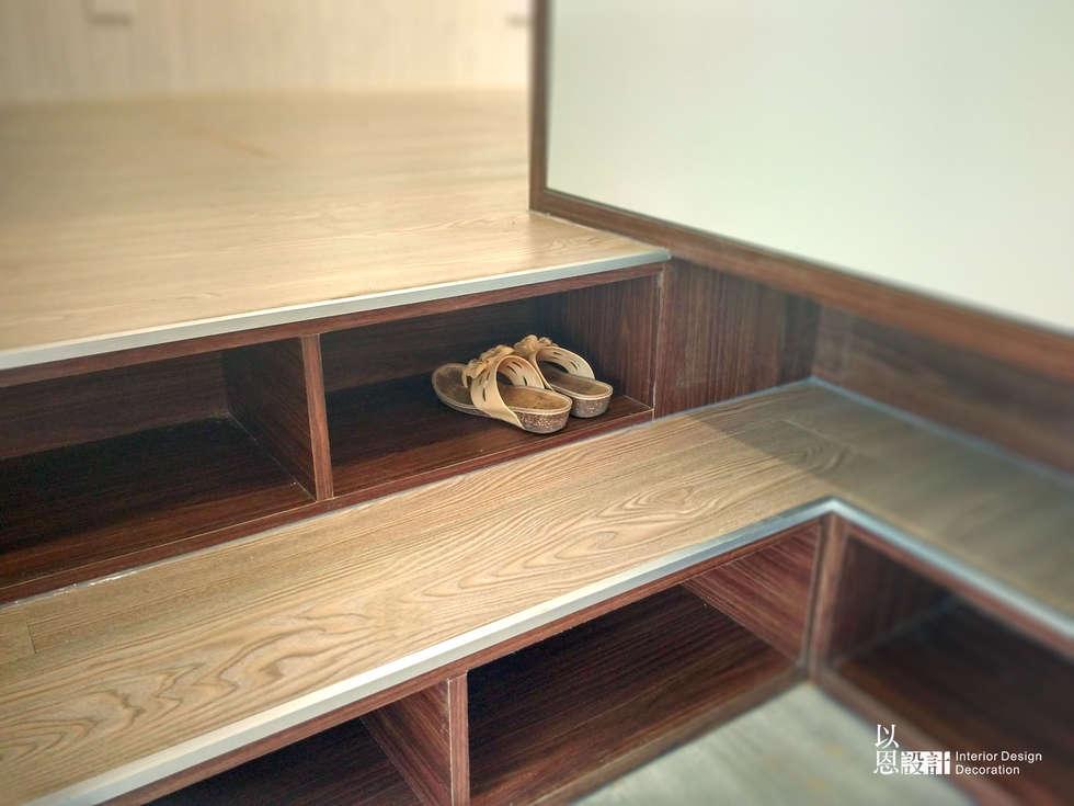 入口玄關:  樓梯 by 以恩設計