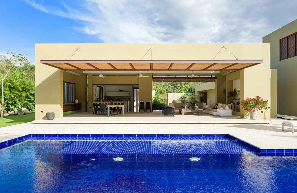 Casa Campestre: Casas campestres de estilo  por NOAH Proyectos SAS