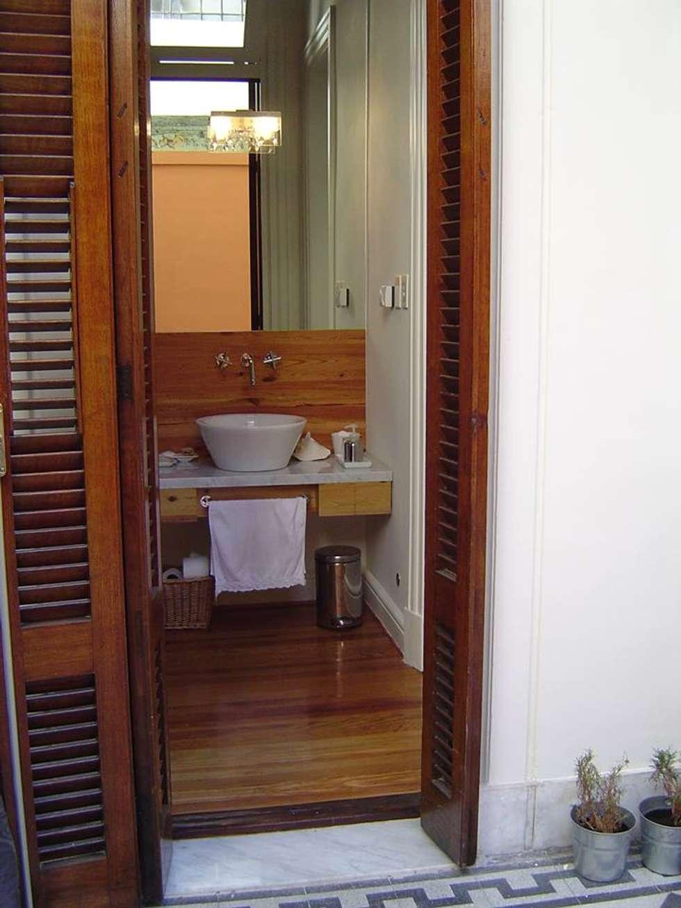 Antebaño : Baños de estilo moderno por arq.c2
