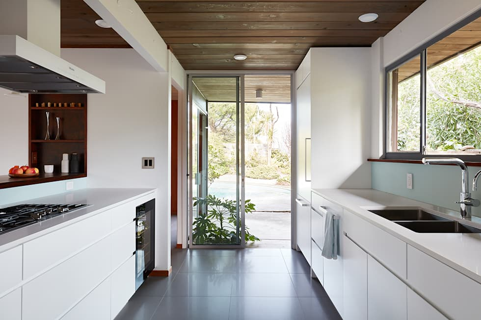 Burlingame Eichler Remodel Klopf Architecture: modern Kitchen by Klopf Architecture