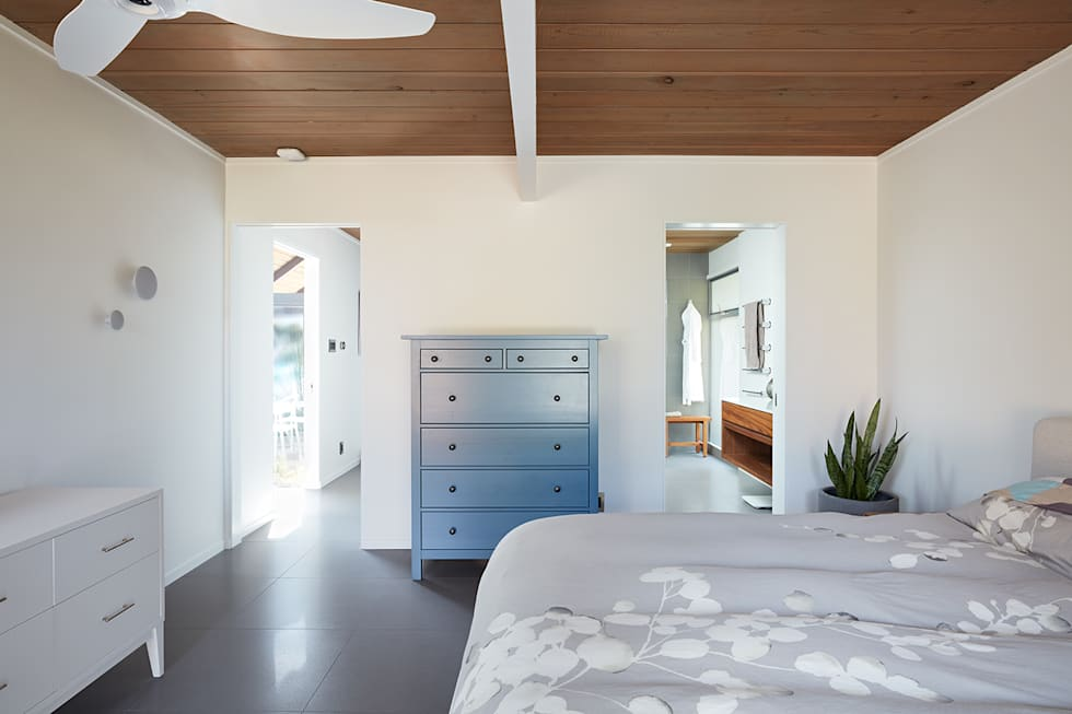 Burlingame Eichler Remodel Klopf Architecture: modern Bedroom by Klopf Architecture