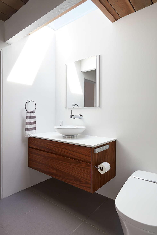 Burlingame Eichler Remodel Klopf Architecture: modern Bathroom by Klopf Architecture