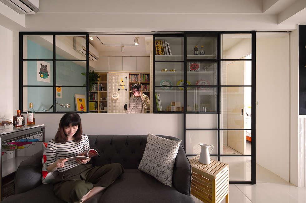 客廳與半開放書房:  客廳 by 一葉藍朵設計家飾所 A Lentil Design