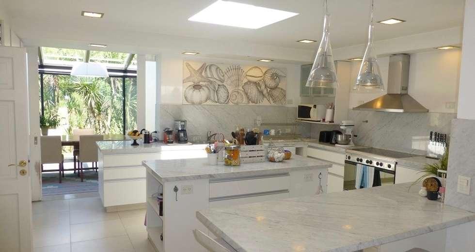 Cocina: Muebles de cocinas de estilo  por Estudio Dillon Terzaghi Arquitectura