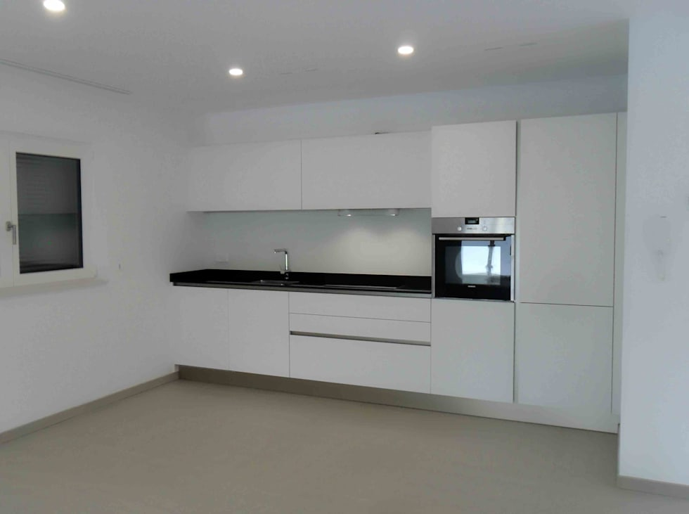 Cucina bianca laccato opaco: cucina attrezzata in stile di ...