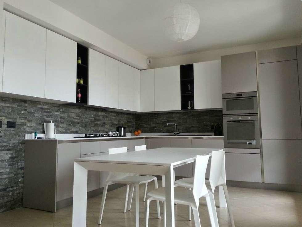 Cucine Bianco Grigio : Cucine in materico bianco e materico grigio cucina in stile in
