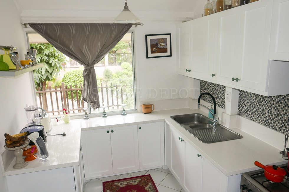 Diamond Dust Quartz Kitchen Countertop in Mandaue City: modern Kitchen by Stone Depot