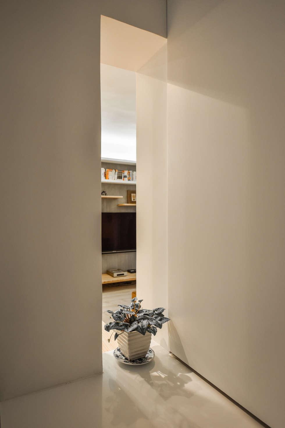 靜謐:  走廊 & 玄關 by 王采元工作室