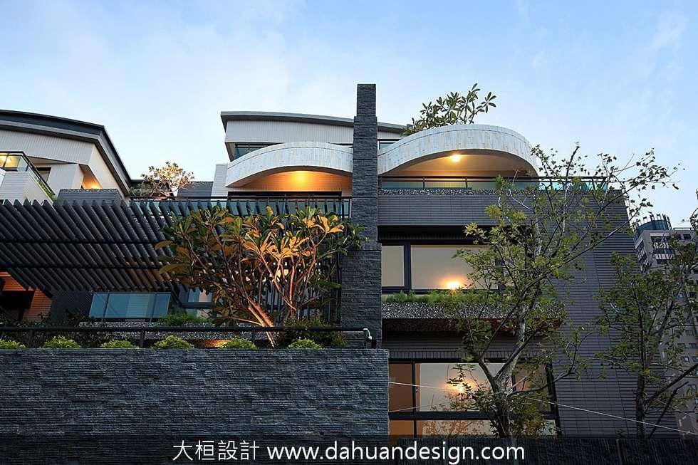 大桓建築設計   台中   君悅:  別墅 by 大桓設計顧問有限公司