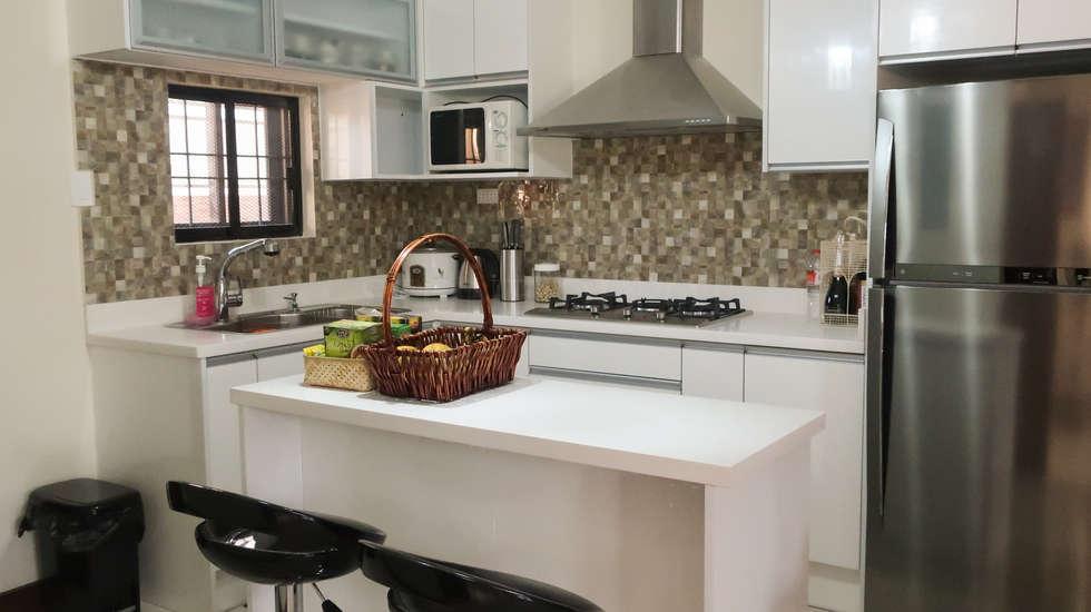 Diamond Dust Quartz Kitchen Countertop at La Vista Monte, Davao City: modern Kitchen by Stone Depot