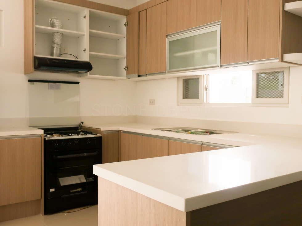 Diamond Dust Quartz Kitchen Countertop at Catalunan Pequeno, Davao City: modern Kitchen by Stone Depot