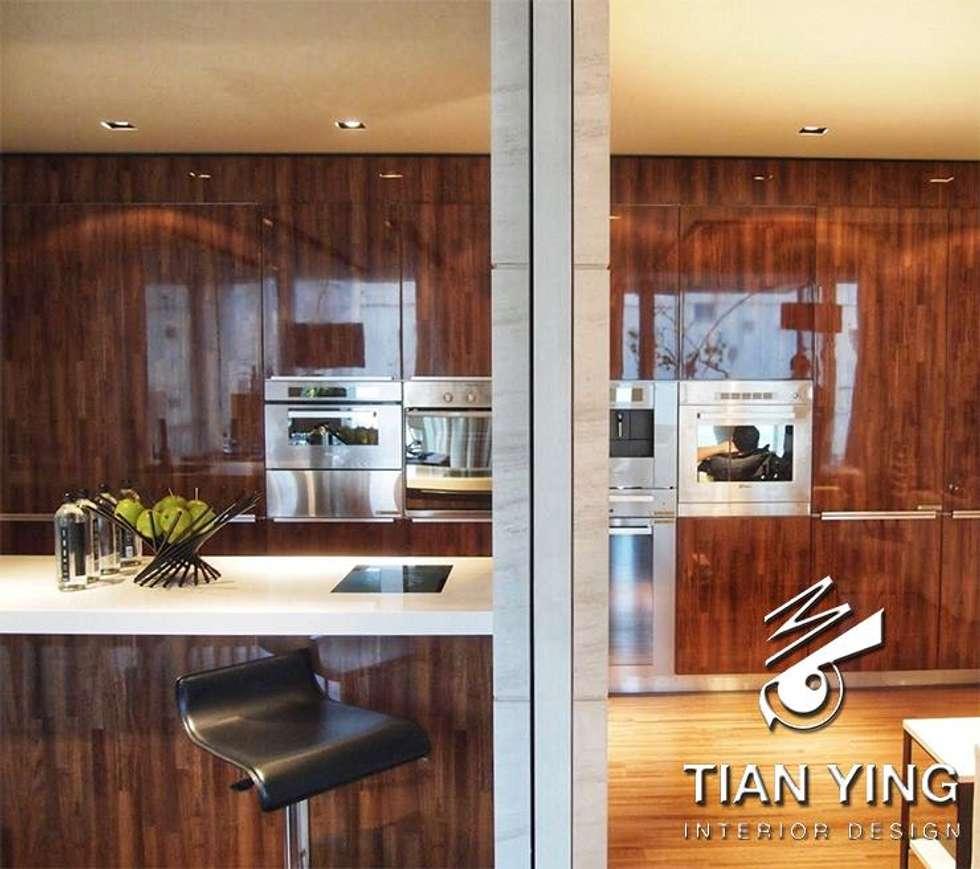 住宅空間設計-公共領域/廚房:  廚房 by 天英設計工程