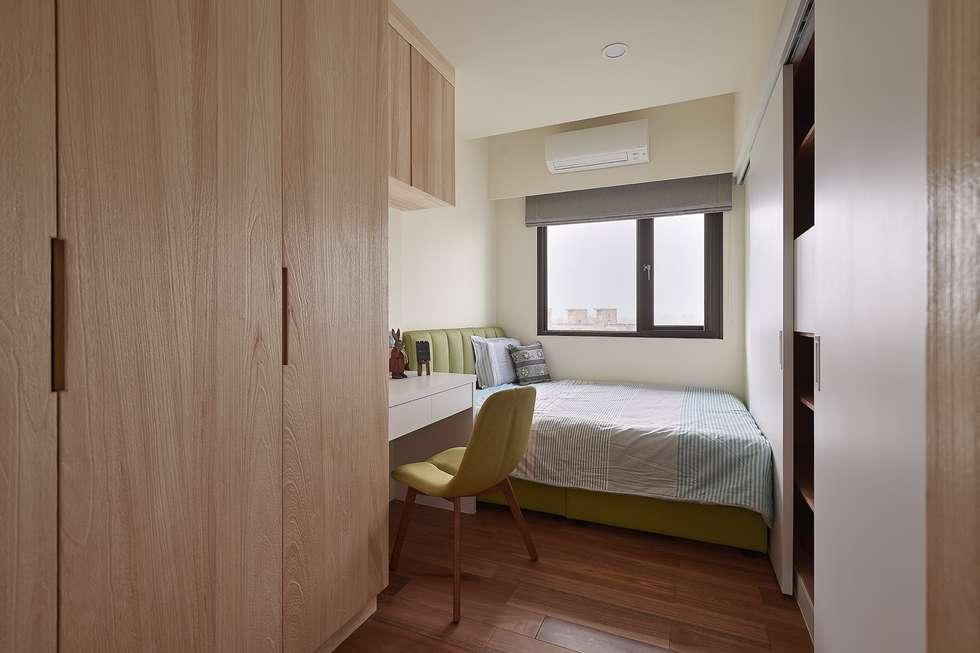 女孩房:  臥室 by 趙玲室內設計