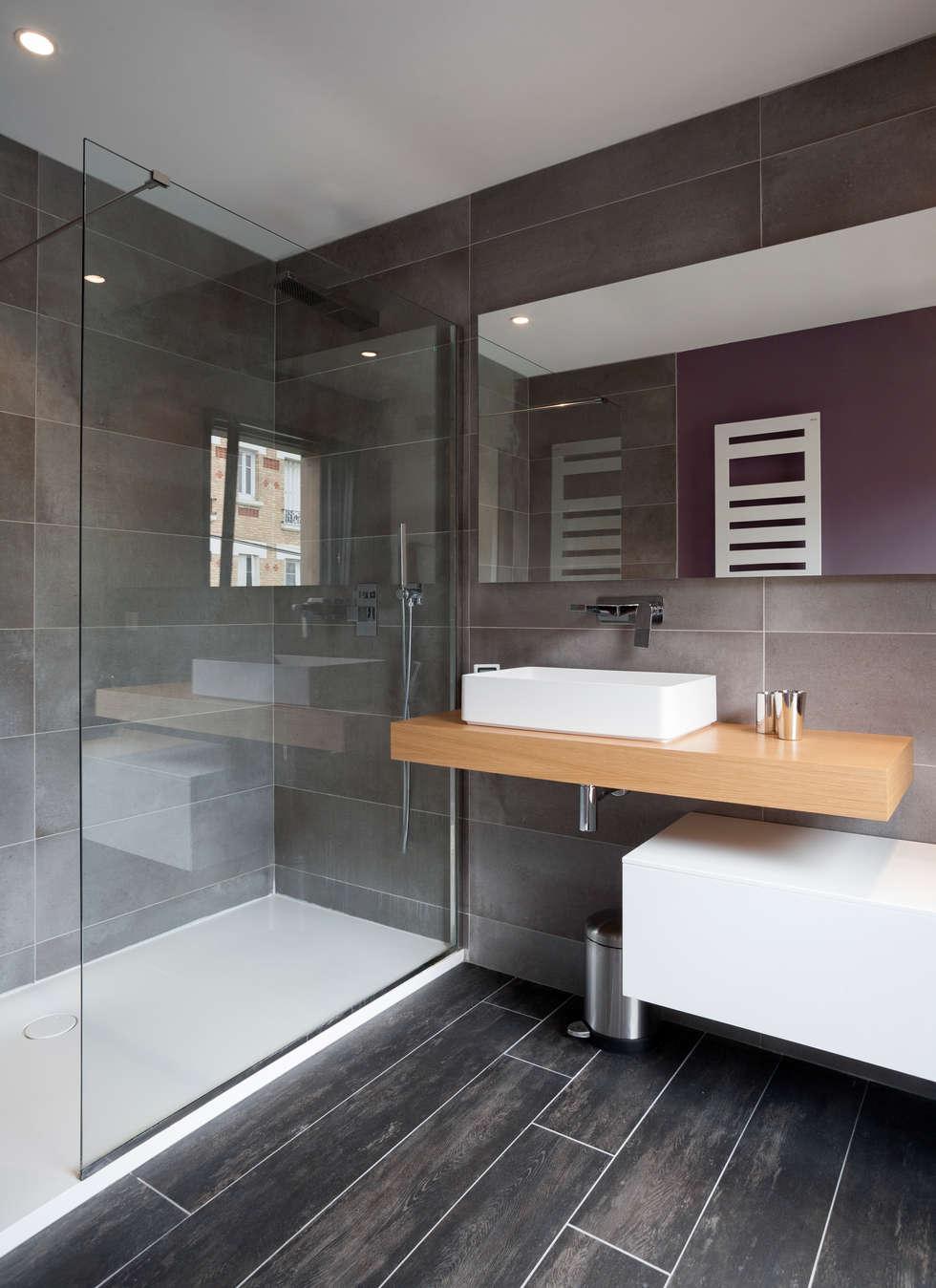 salle de bain dans une maison bois: Lieux d'événements de style  par Tempobois®- C-tempo SAS