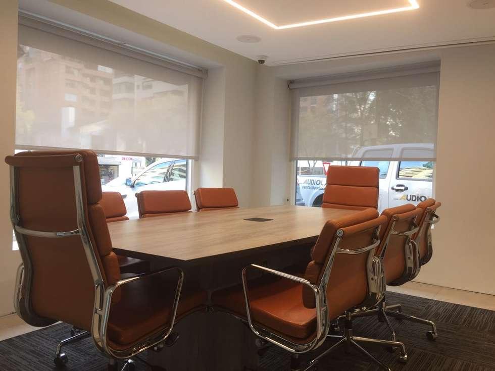 Sala Reuniones : Oficinas y Comercios de estilo  por Kaa Interior