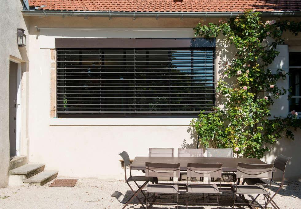 rénovation extérieur: Terrasse de style  par réHome