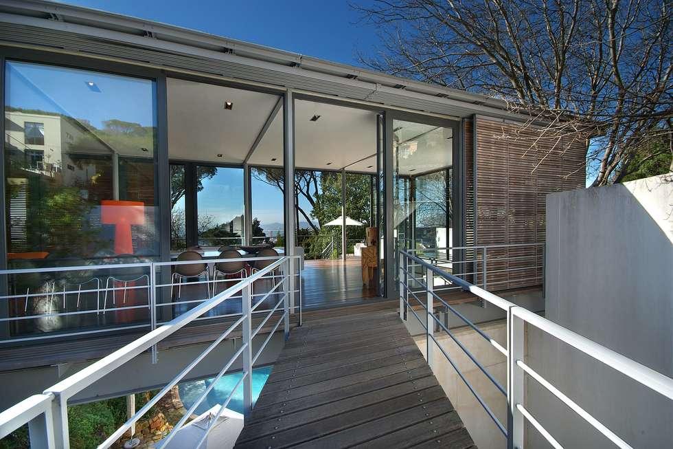 Bridge link entrance to living spaces:  Single family home by Van der Merwe Miszewski Architects